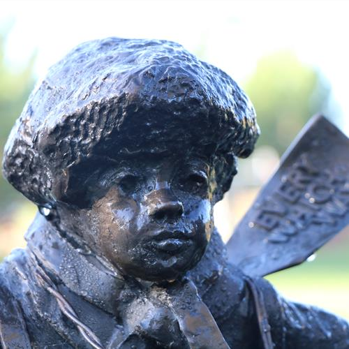 Image of the Memorial to the British Evacuees